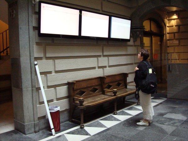 2008 г. Работа судебного переводчика. Проверяю время и место судебного заседания перед началом рабочего дня.